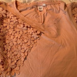 Gap T with lace sleeves